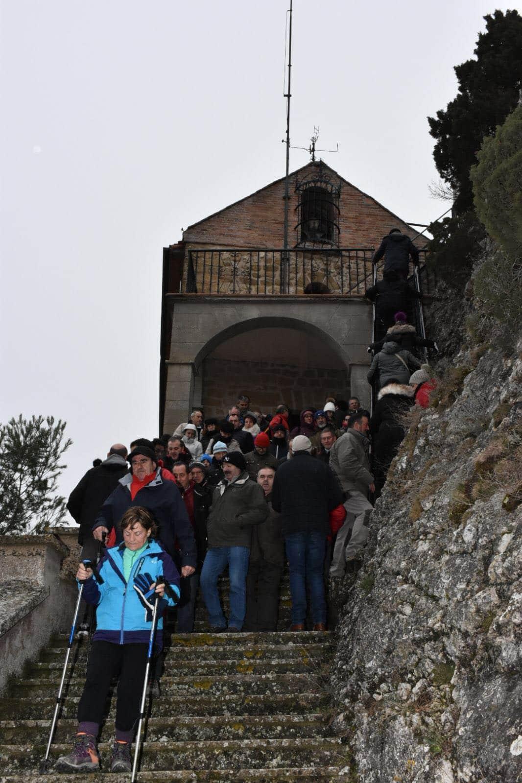 Los romeros cumplen con la tradición del Paso de la Hoja 7