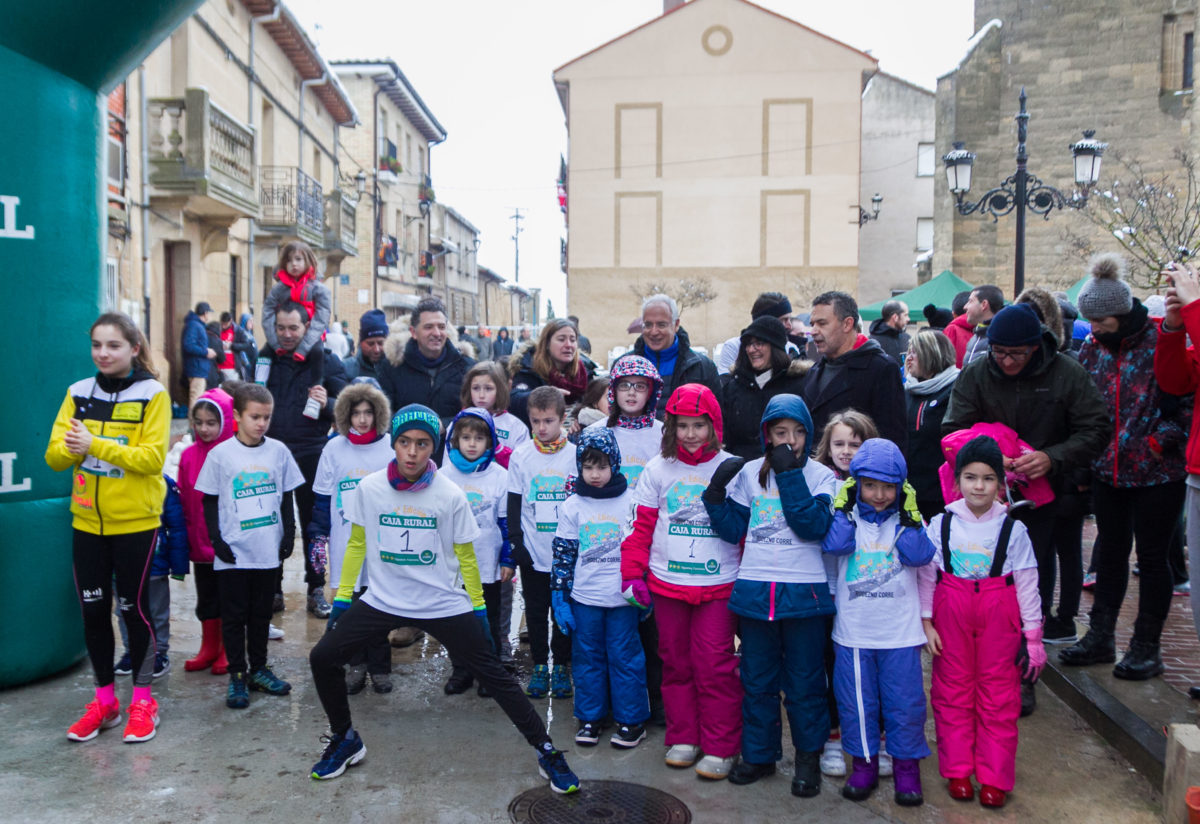 Unos 400 corredores desafían a la nieve y el frío para correr contra el cáncer infantil en Rodezno 14