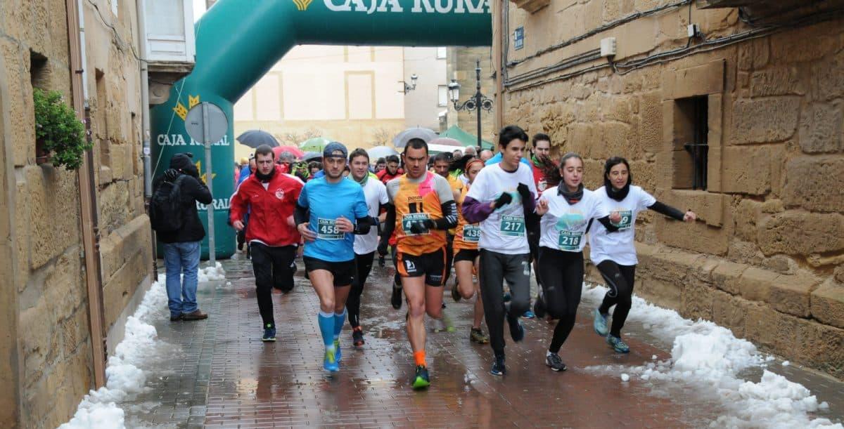Unos 400 corredores desafían a la nieve y el frío para correr contra el cáncer infantil en Rodezno 15