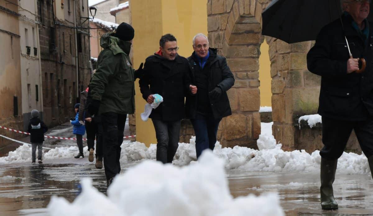 Unos 400 corredores desafían a la nieve y el frío para correr contra el cáncer infantil en Rodezno 16