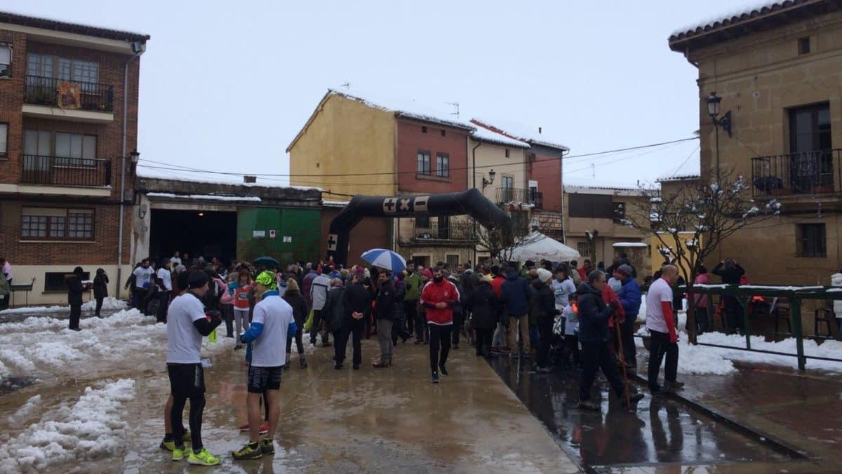 Unos 400 corredores desafían a la nieve y el frío para correr contra el cáncer infantil en Rodezno 3
