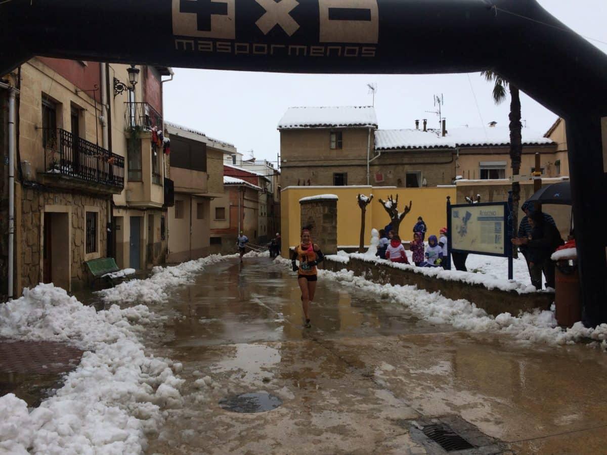 Unos 400 corredores desafían a la nieve y el frío para correr contra el cáncer infantil en Rodezno 7