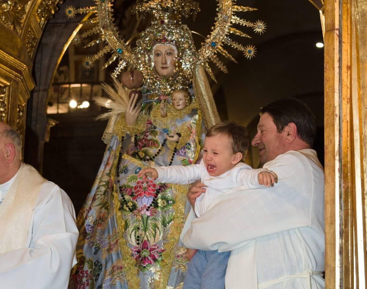 Bajo el manto de la Virgen 2
