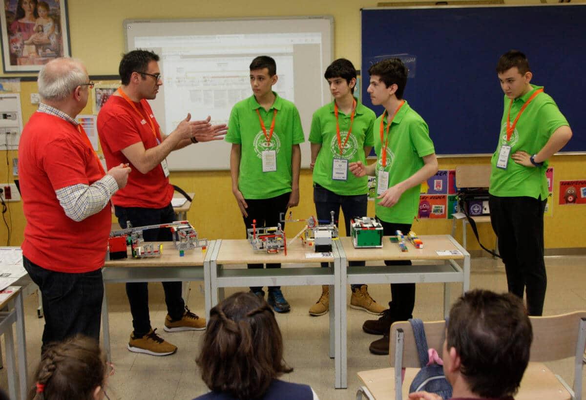 Premio para los Los Acuáticos del colegio San Lorenzo de Ezcaray en la Gran Final FIRST LEGO League España 16