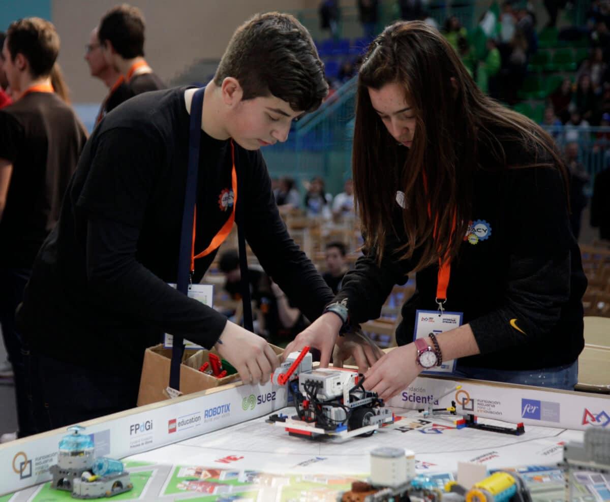 Premio para los Los Acuáticos del colegio San Lorenzo de Ezcaray en la Gran Final FIRST LEGO League España 17