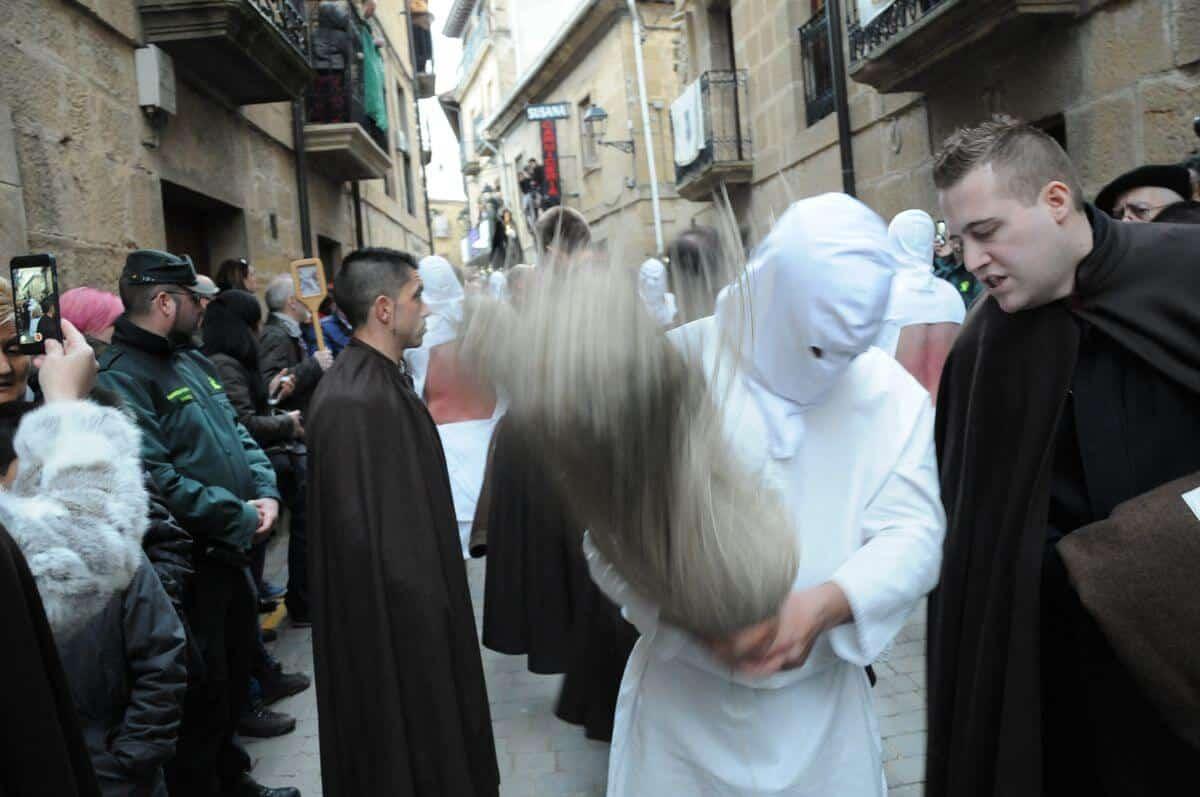 Los 'Picaos' en la procesión de la Santa Cena de San Vicente de la Sonsierra 1