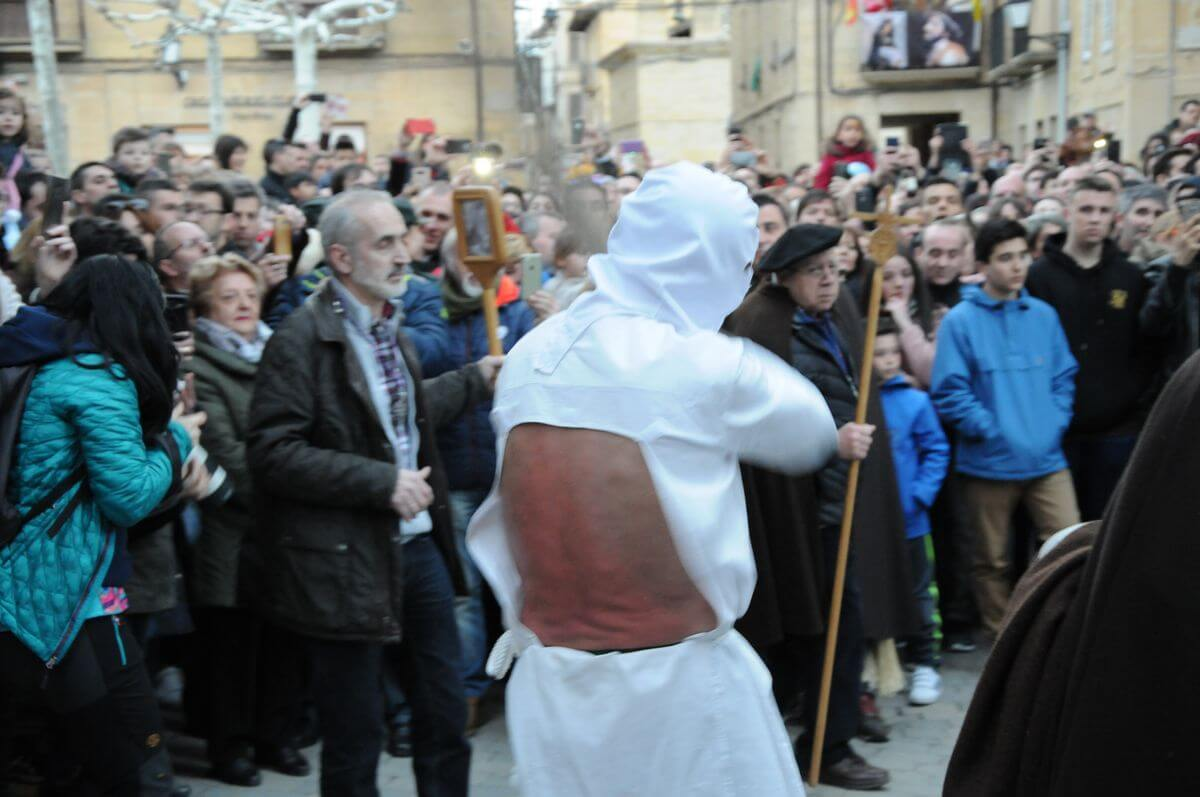 Los 'Picaos' en la procesión de la Santa Cena de San Vicente de la Sonsierra 4