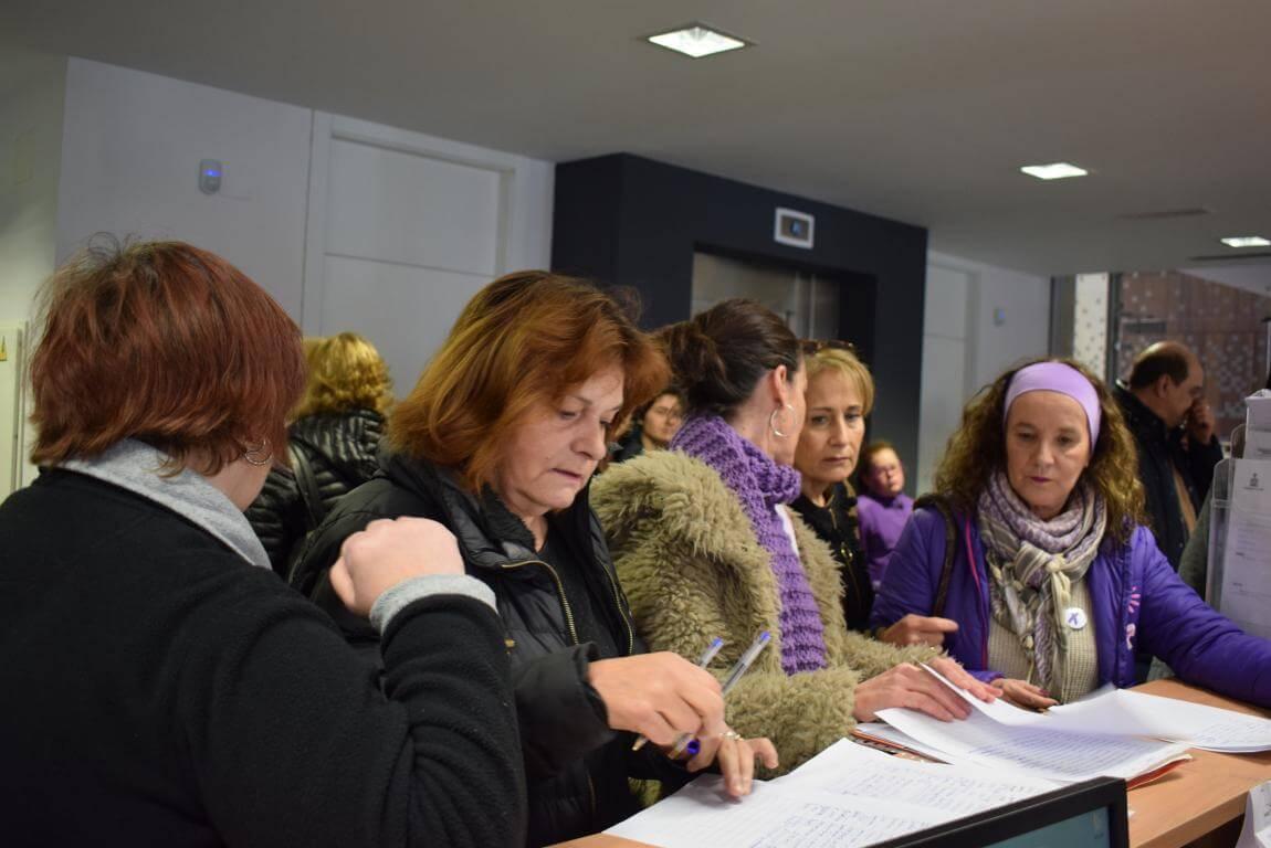 """Mujeres de Haro presentan 250 firmas en el Ayuntamiento """"para que se oiga su voz"""" 2"""