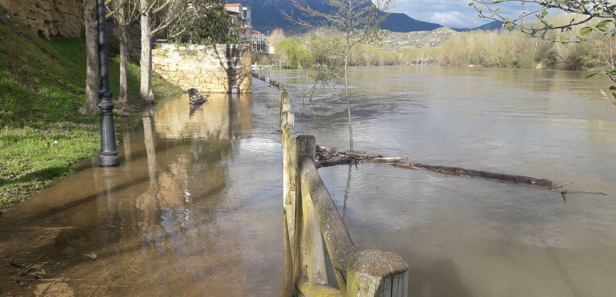 Las aguas se tragan el Sendero del Ebro en Briñas 1