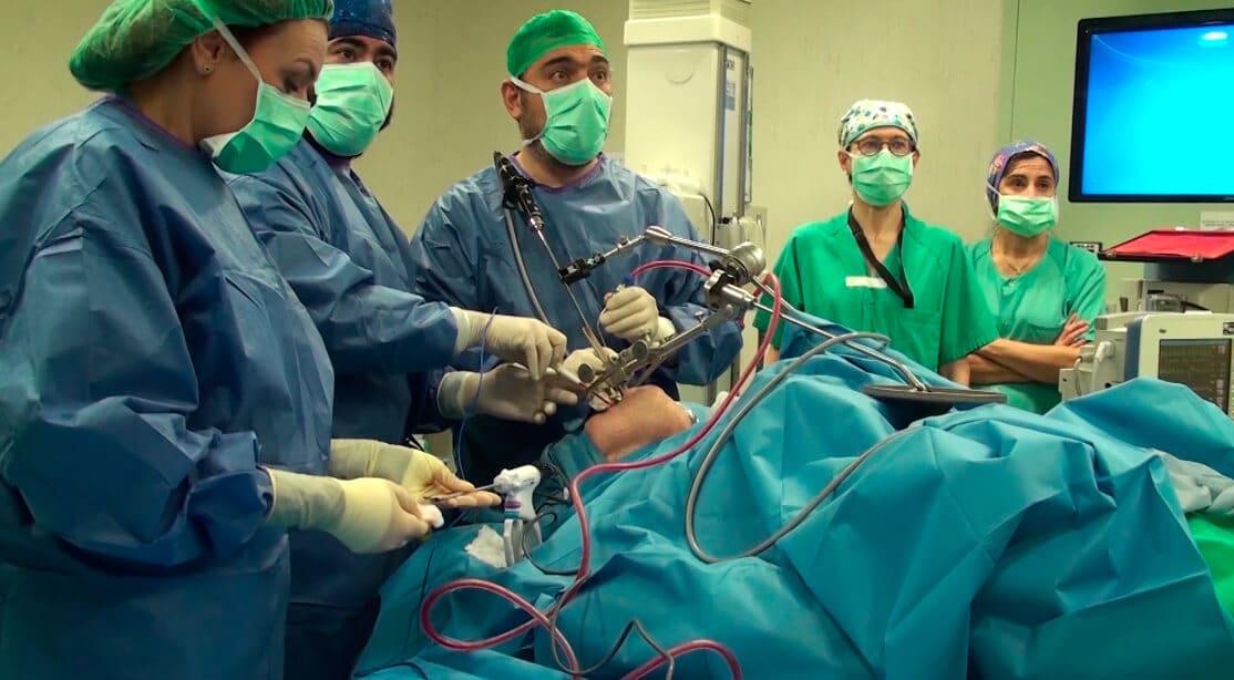 Primera intervención en La Rioja que evita la cirugía abierta en tumores de boca y faringe 1