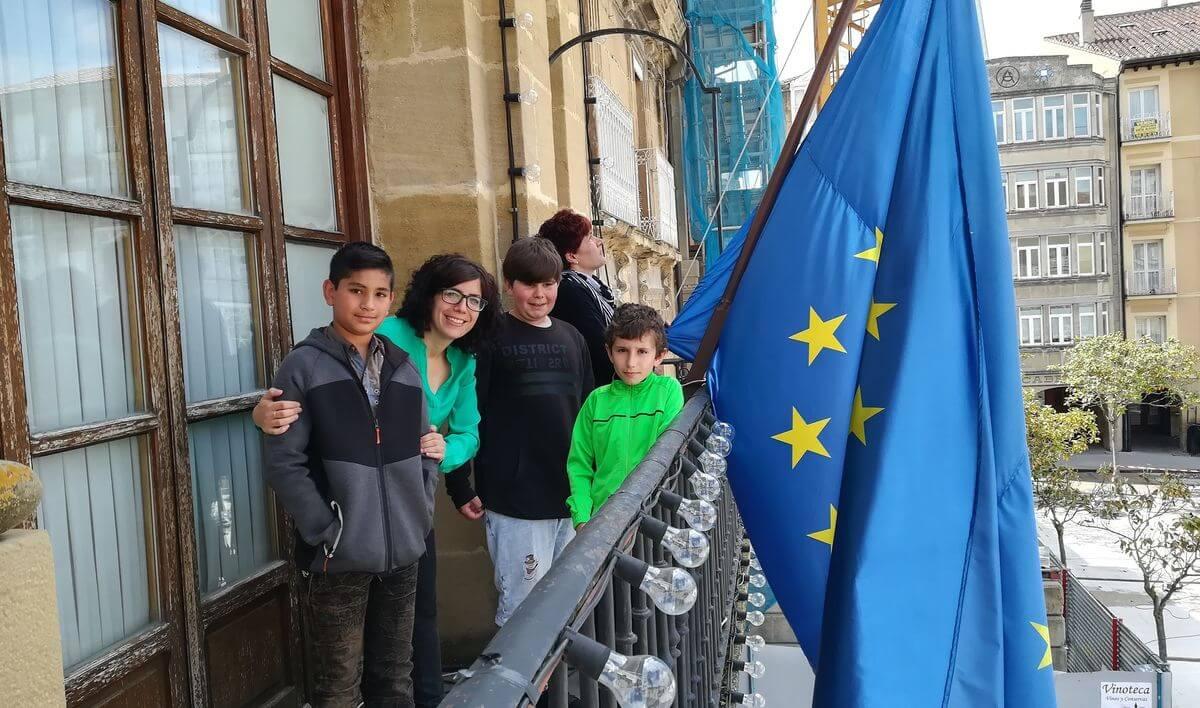 El Ayuntamiento celebra el Día de Europa con los escolares jarreros 1