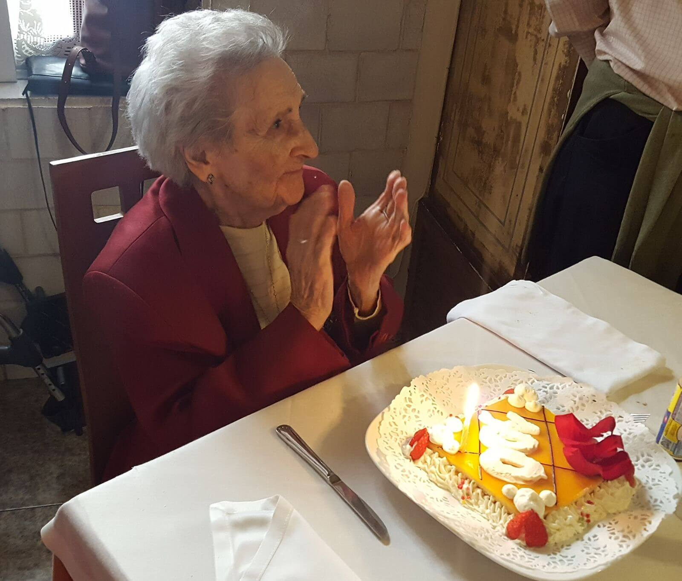 Fiesta por todo lo alto para celebrar los 100 años de Teresa Pérez del Hoyo 2