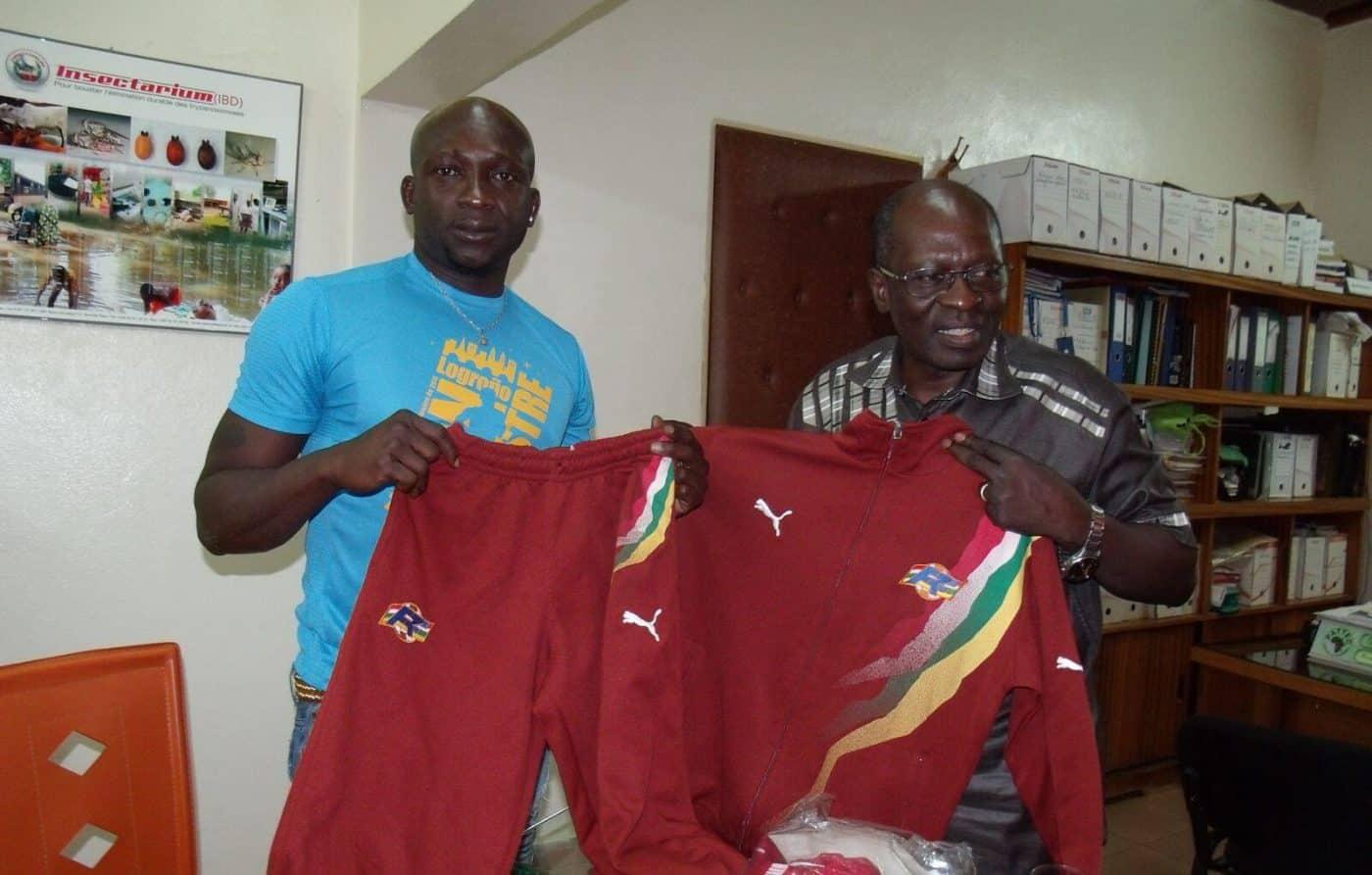 La Escuela Bên Kadi de Burkina Faso recibe el material donado por la Federación Riojana de Fútbol 1