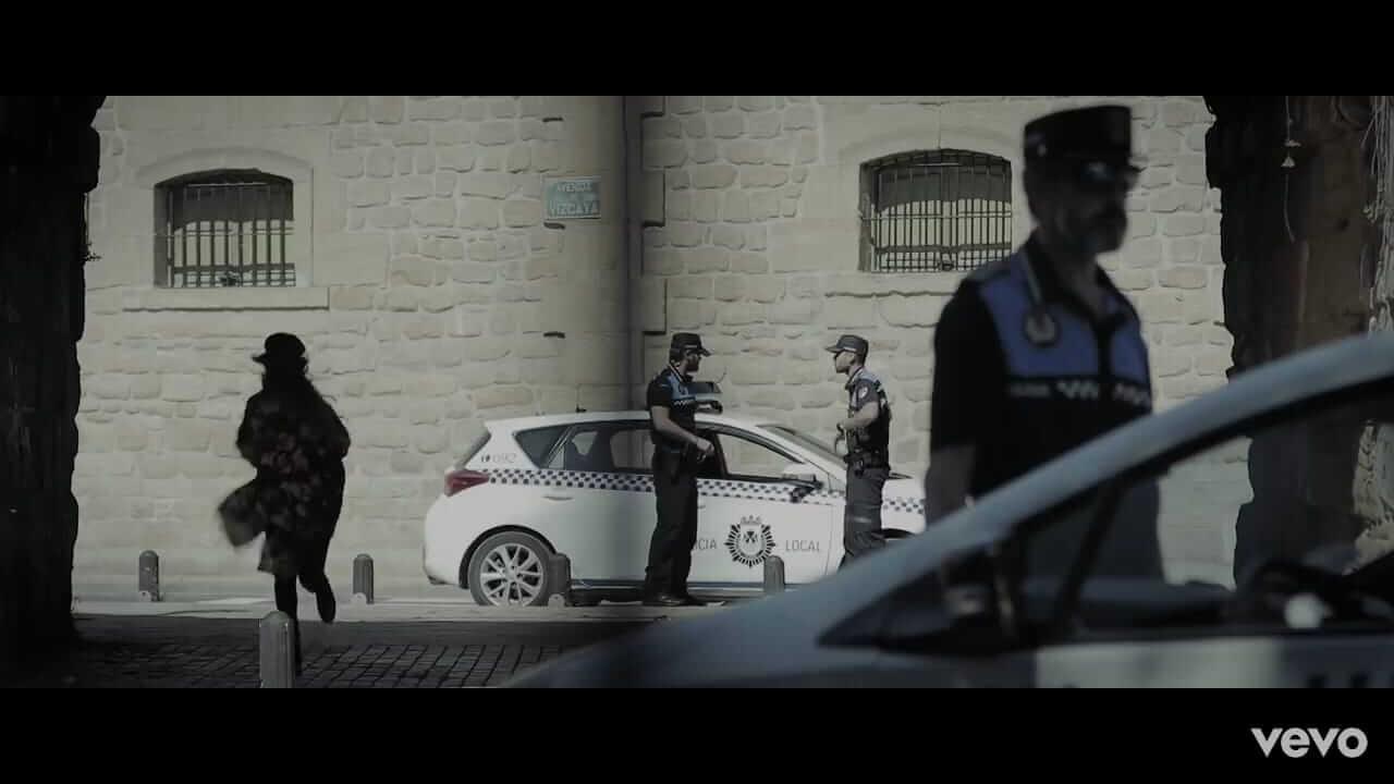 La Policía Local de Haro da el alto a Malú en su nuevo videoclip 1