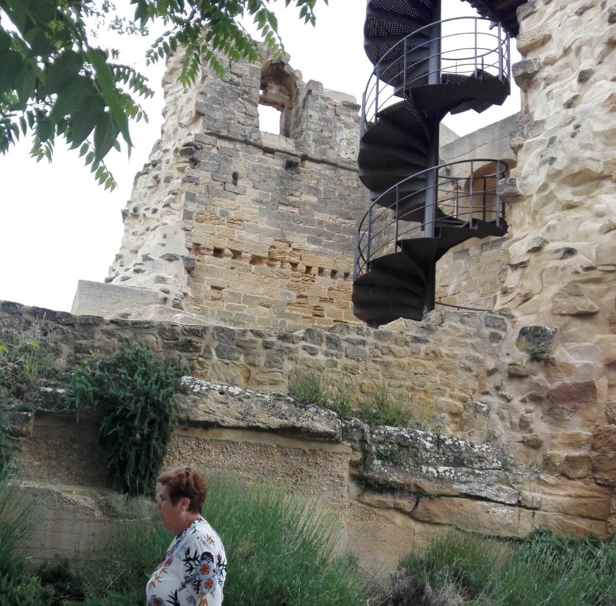 Fallece una vecina de Madrid de 72 años al caerse de la torre del Castillo de Briones 1