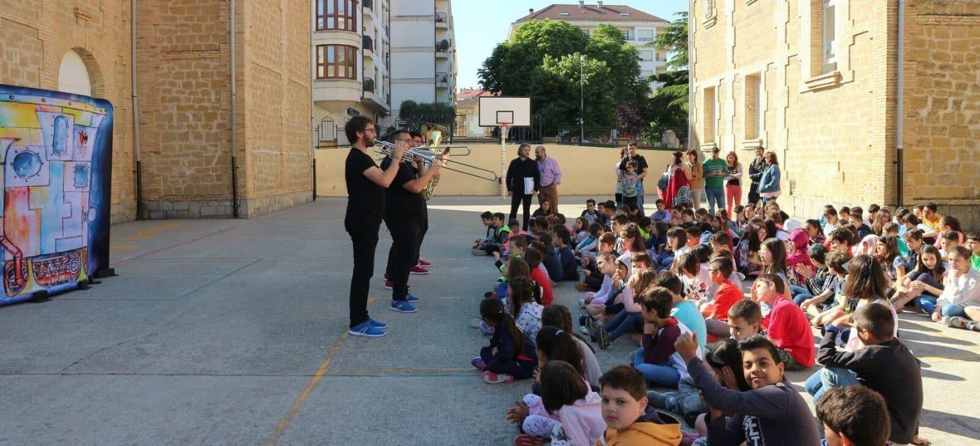 La música clásica se cuela en los centros escolares de Haro 1