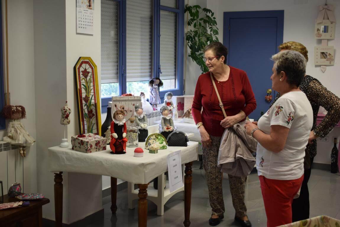 Las Mujeres de la Vega exhiben su creatividad 16