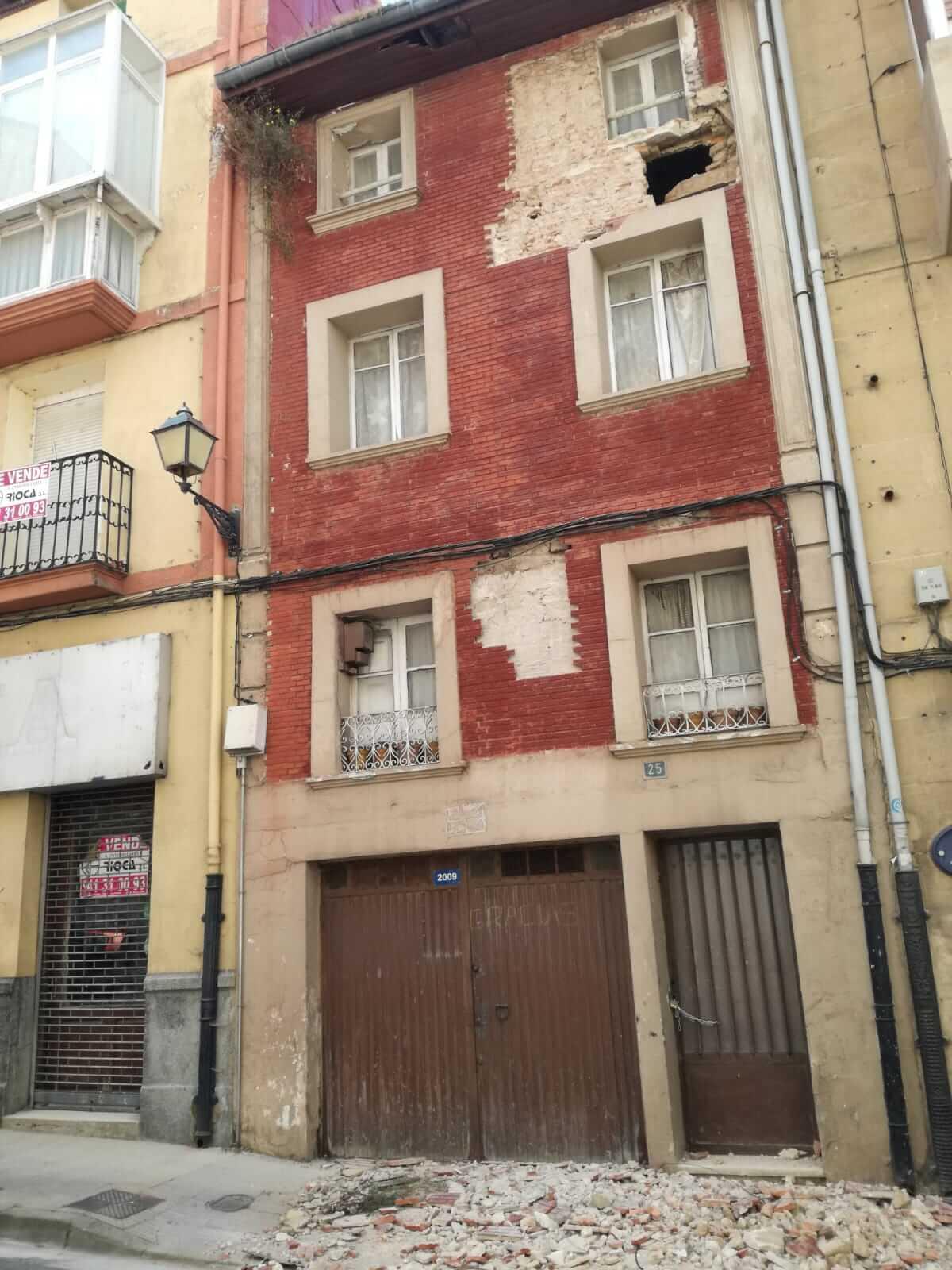 Cerrada La Ventilla de Haro hasta el lunes por desprendimientos en un edificio 3