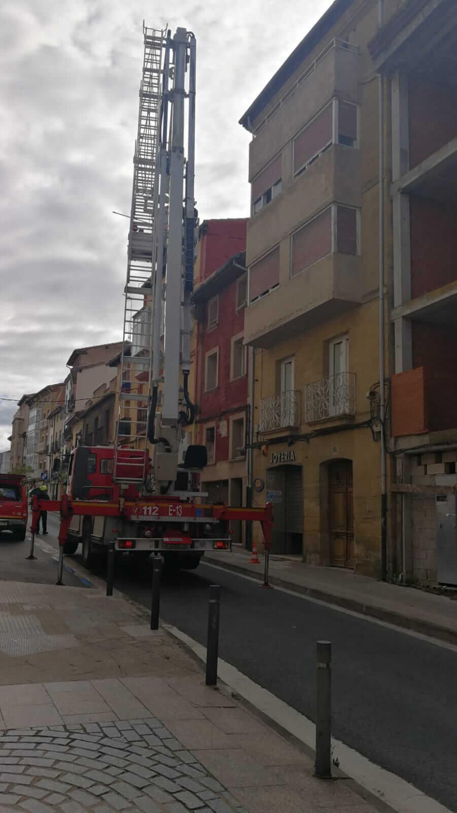 Cerrada La Ventilla de Haro hasta el lunes por desprendimientos en un edificio 5