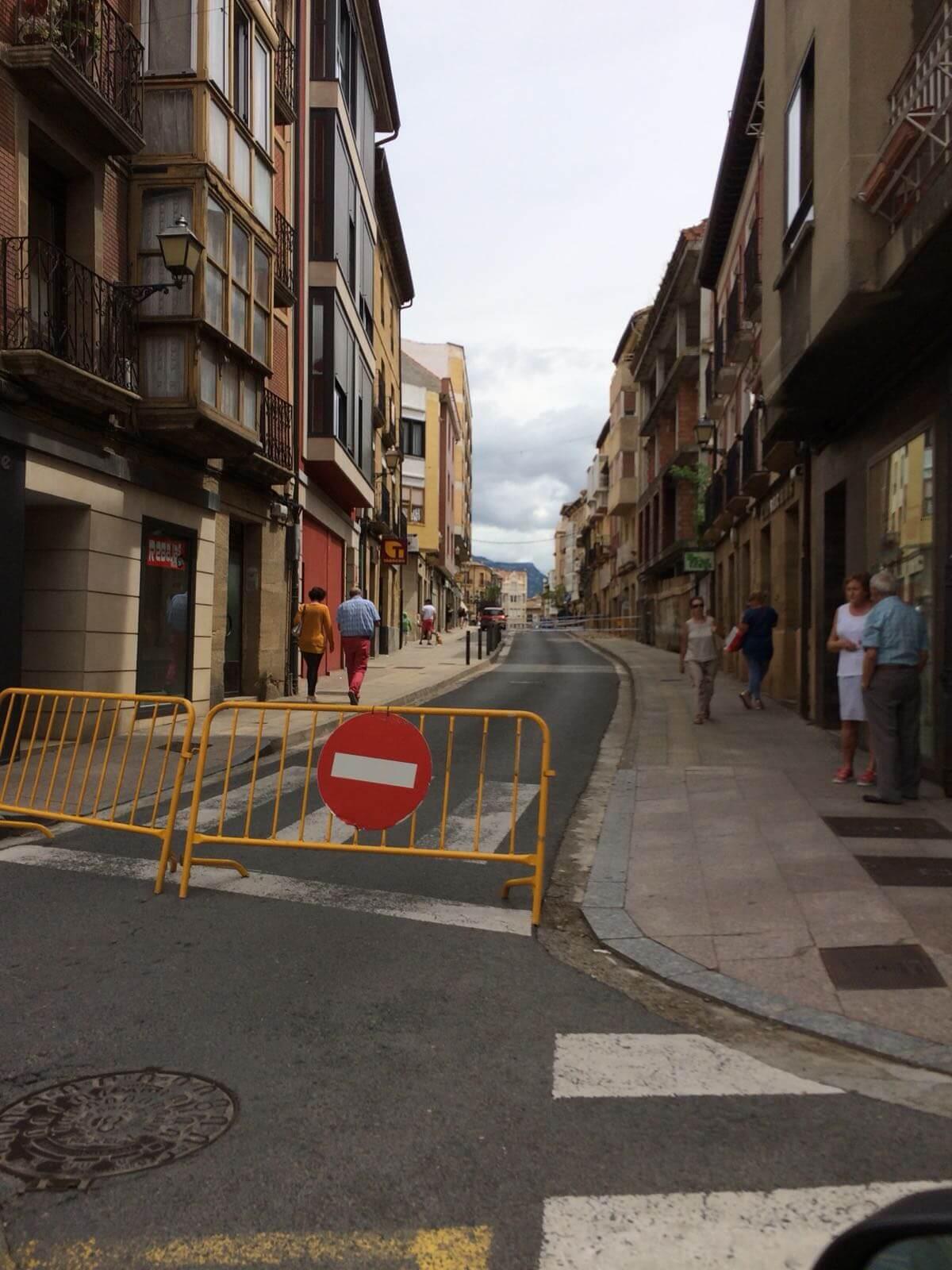 Cerrada La Ventilla de Haro hasta el lunes por desprendimientos en un edificio 8