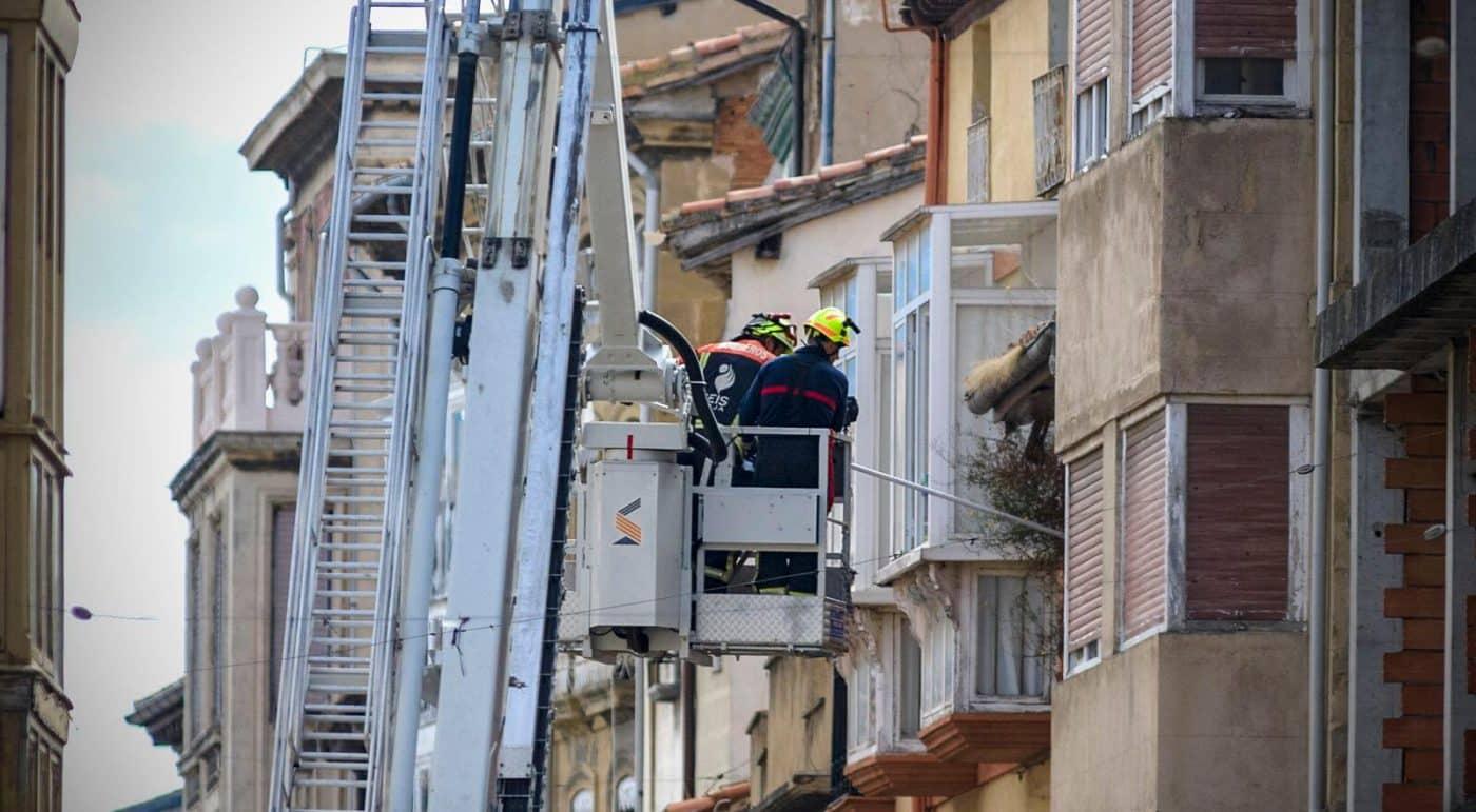 Cerrada La Ventilla de Haro hasta el lunes por desprendimientos en un edificio 1