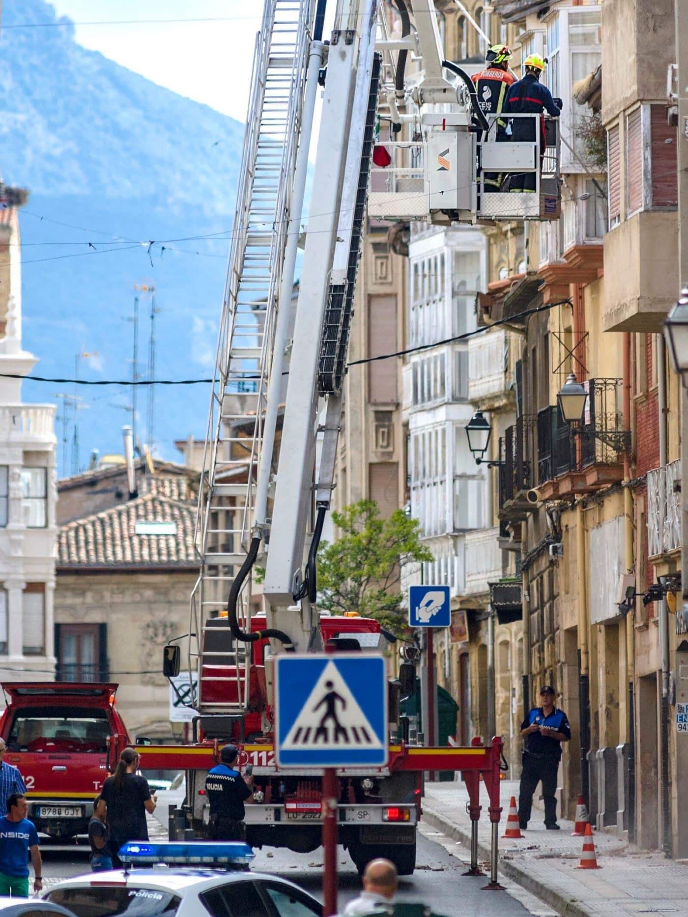 Cerrada La Ventilla de Haro hasta el lunes por desprendimientos en un edificio 2