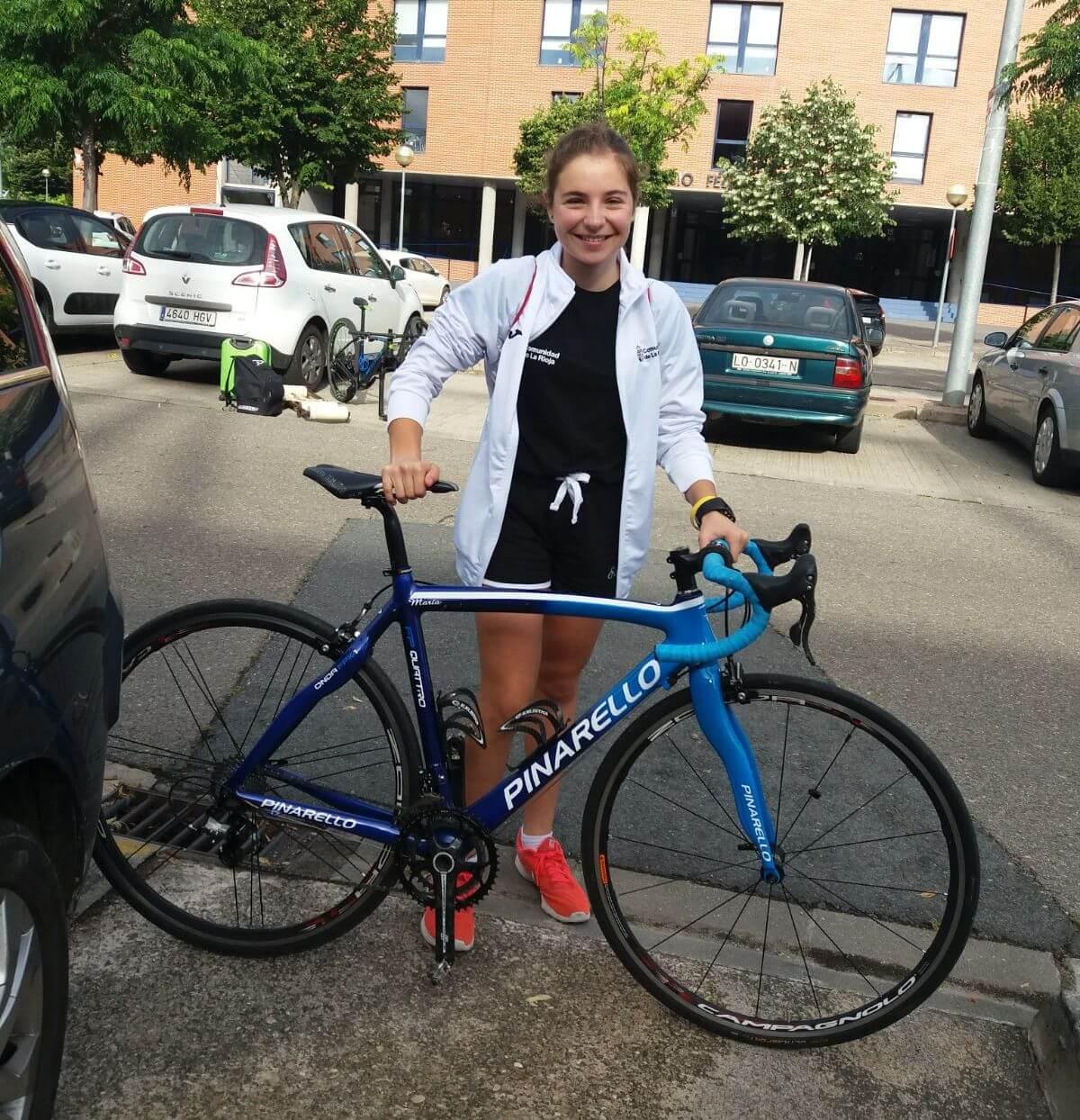 La jarrera María López y la campeona Abril Fernández, en los Campeonatos de España Escolares de Ciclismo 3