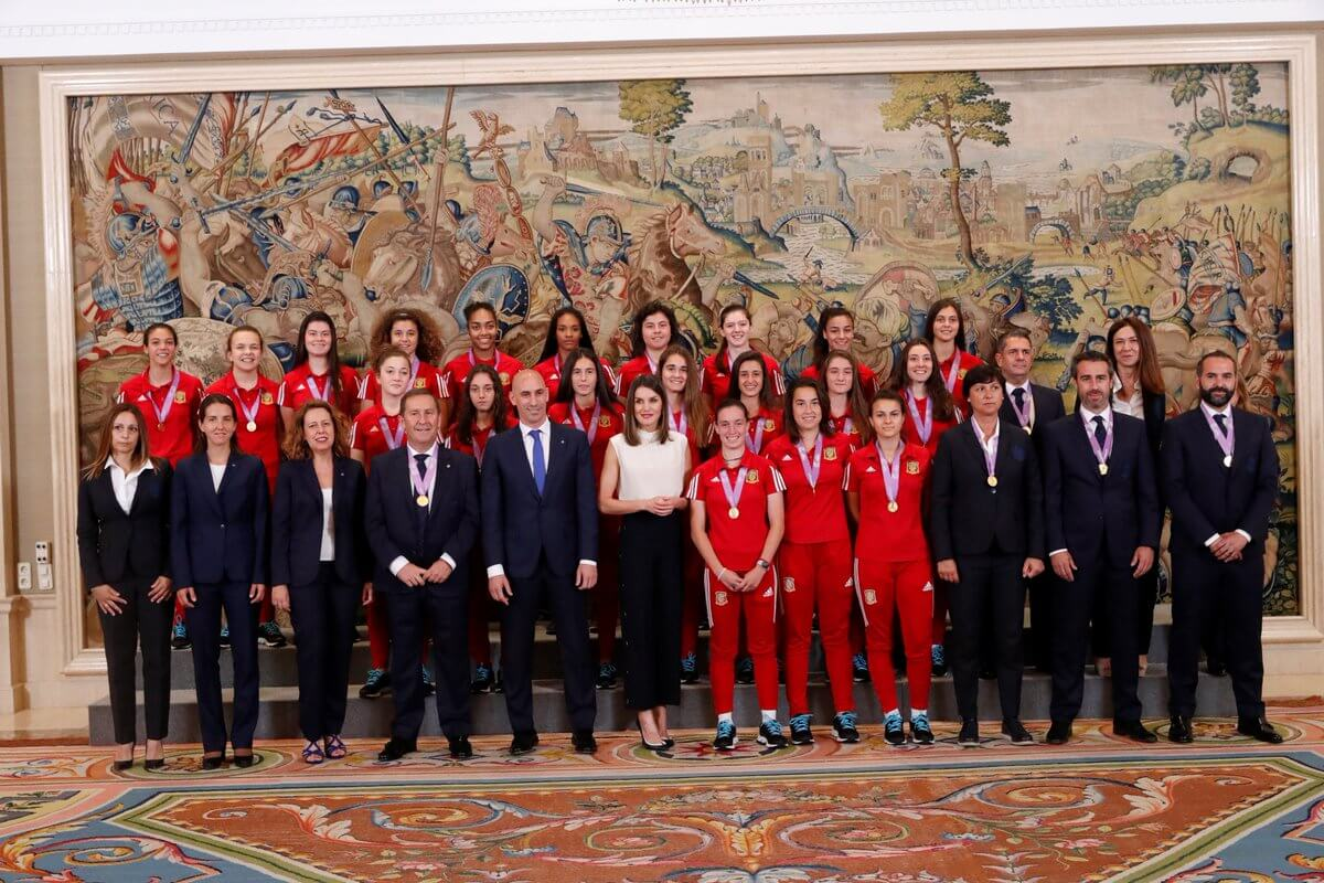 La reina Letizia recibe a Ana Tejada y a sus compañeras de selección, recientes campeonas de Europa 2