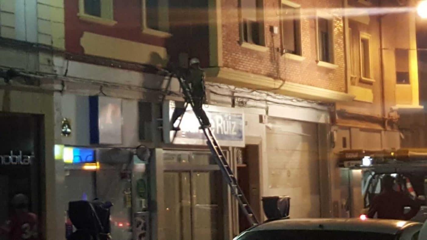 Un cortocircuito provoca un conato de incendio en la avenida de La Rioja en Haro 1
