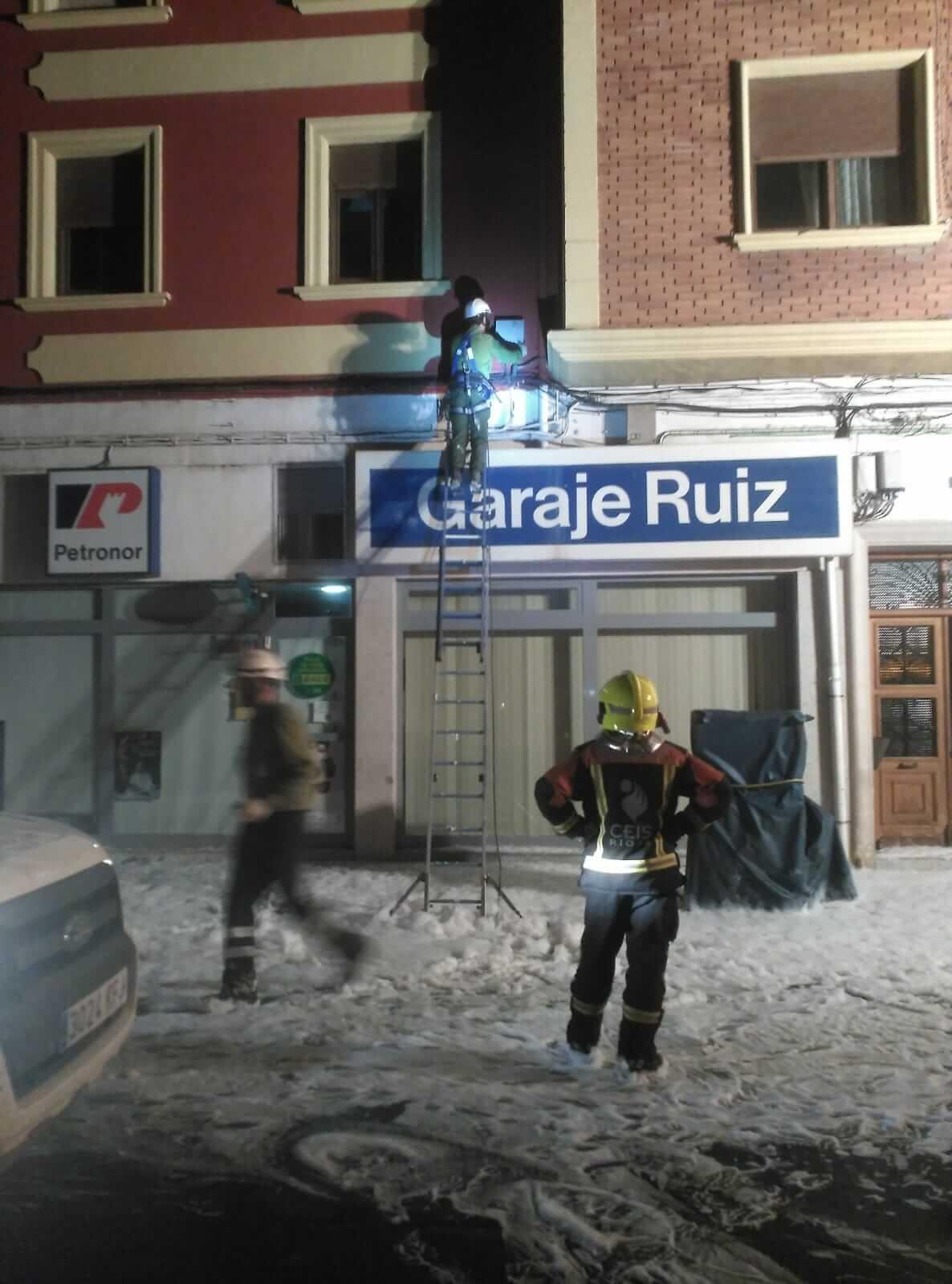 Un cortocircuito provoca un conato de incendio en la avenida de La Rioja en Haro 6