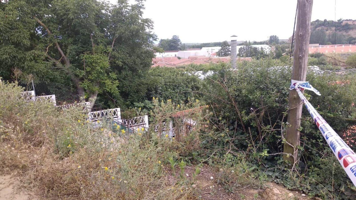 """Vecinos instan al Ayuntamiento a que actúe """"de una vez"""" en el camino de la zona de Cantarranas 5"""