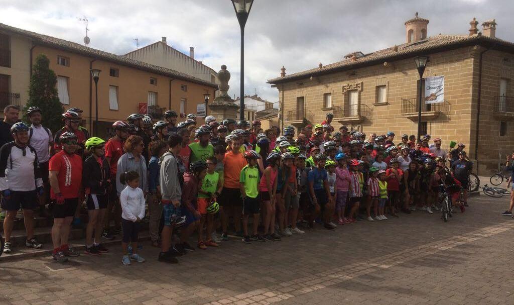 Amantes de la bicicleta rinden un multitudinario y emotivo homenaje a Roberto Pérez en Casalarreina 4