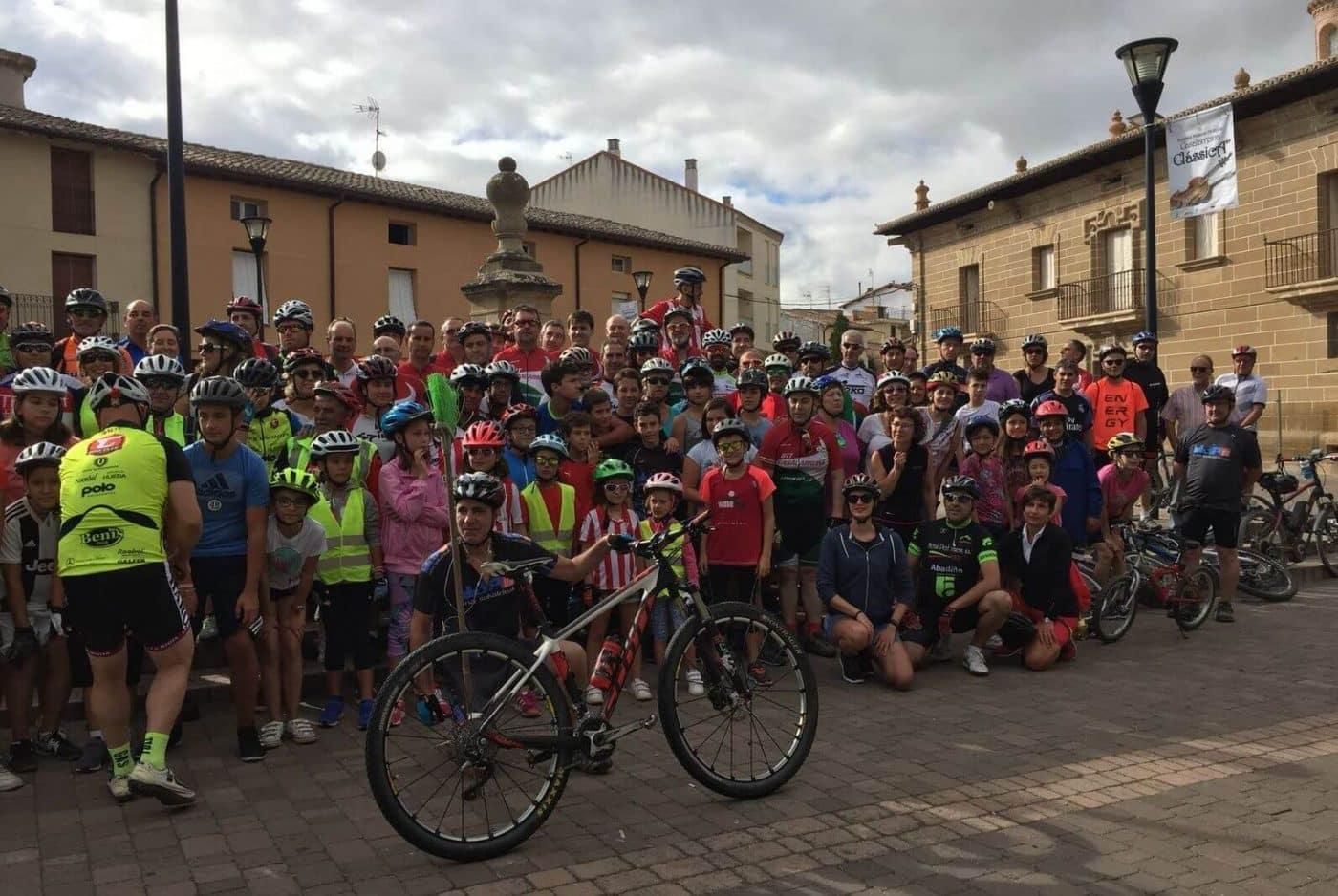 Amantes de la bicicleta rinden un multitudinario y emotivo homenaje a Roberto Pérez en Casalarreina 8