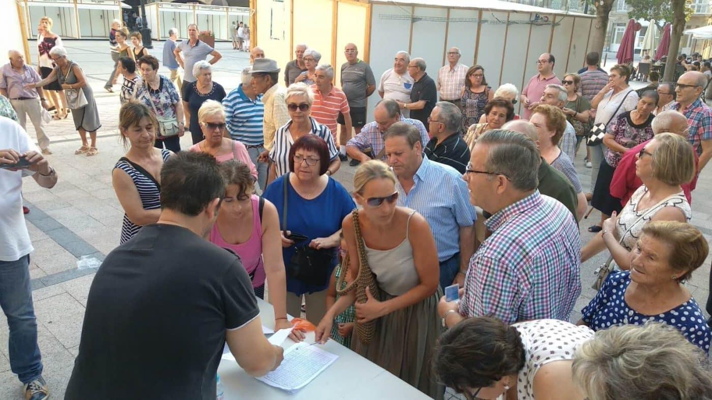 Concentración en Haro para exigir el traslado de la gasolinera de la avenida de La Rioja 7