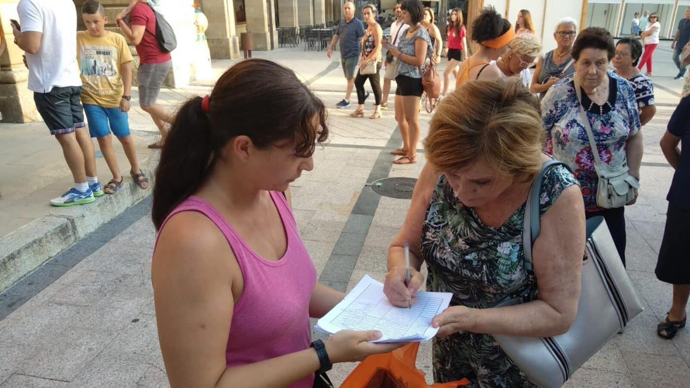 Concentración en Haro para exigir el traslado de la gasolinera de la avenida de La Rioja 8