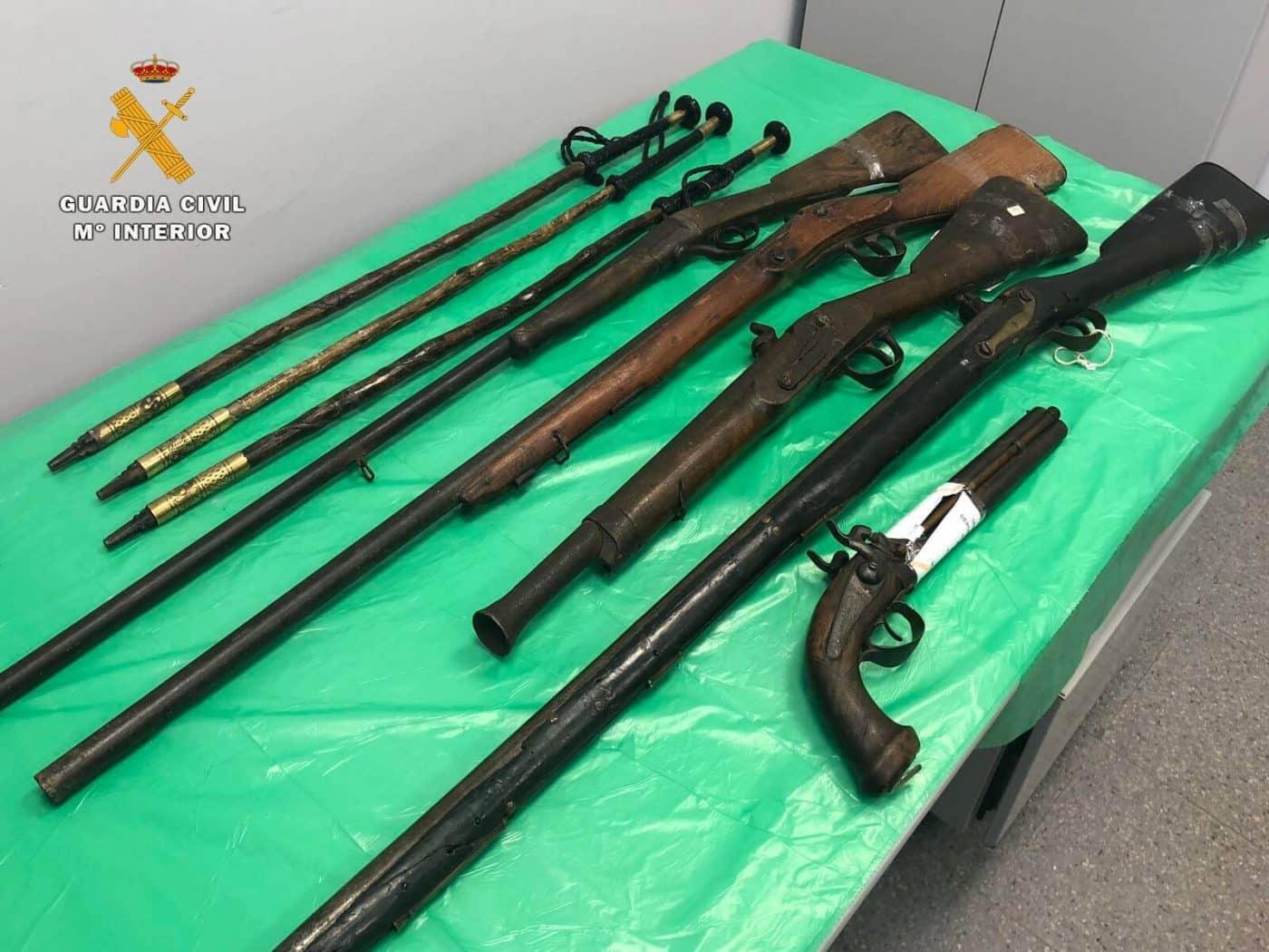 La Guardia Civil interviene armas antiguas y armas prohibidas en la Feria de Antigüedades de Cirueña 2
