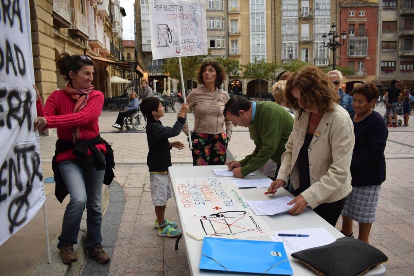 Los vecinos que piden el traslado de la gasolinera de la avenida de La Rioja se consolidan como asociación 2