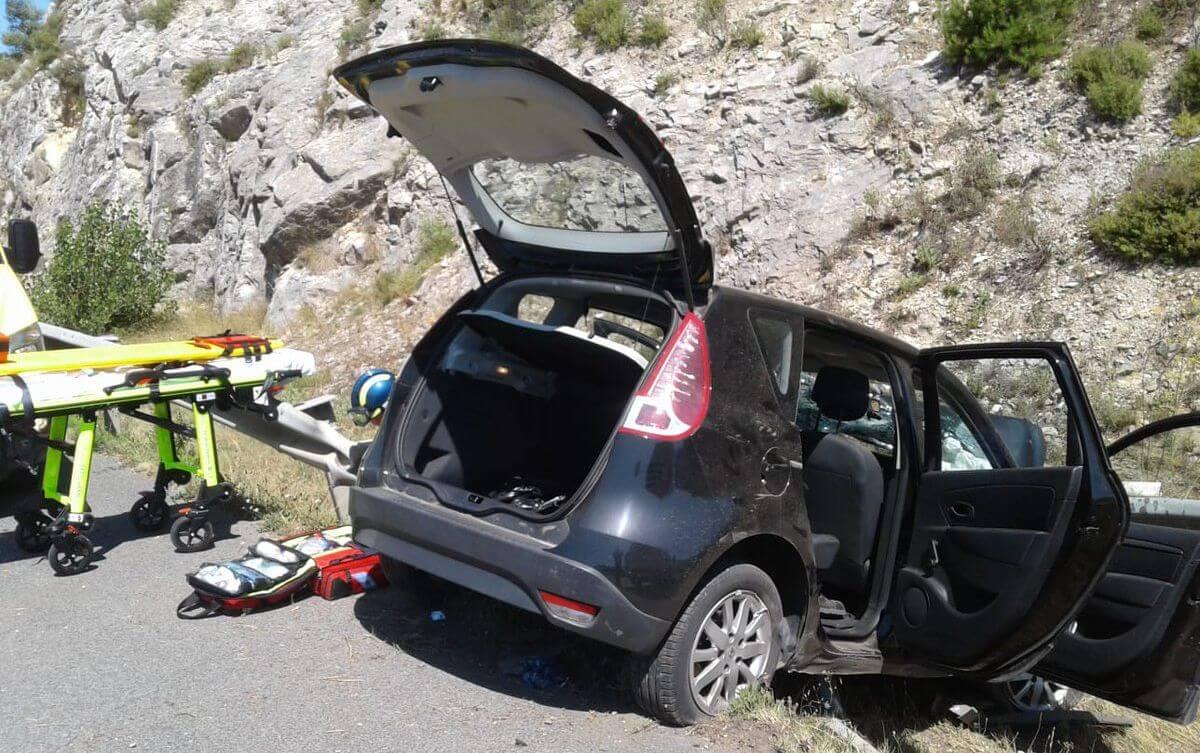 Una persona evacuada en helicóptero tras salirse de la vía su coche en Salinillas de Buradón 1