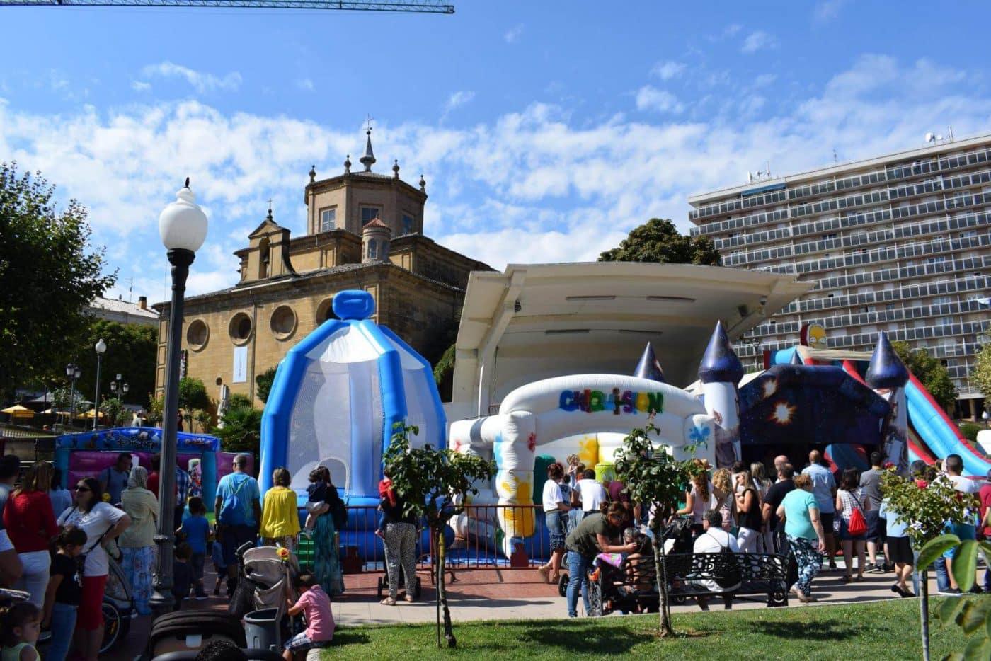 Concurso de lanzamiento de alpargata, fiesta de la espuma y mucha diversión 2