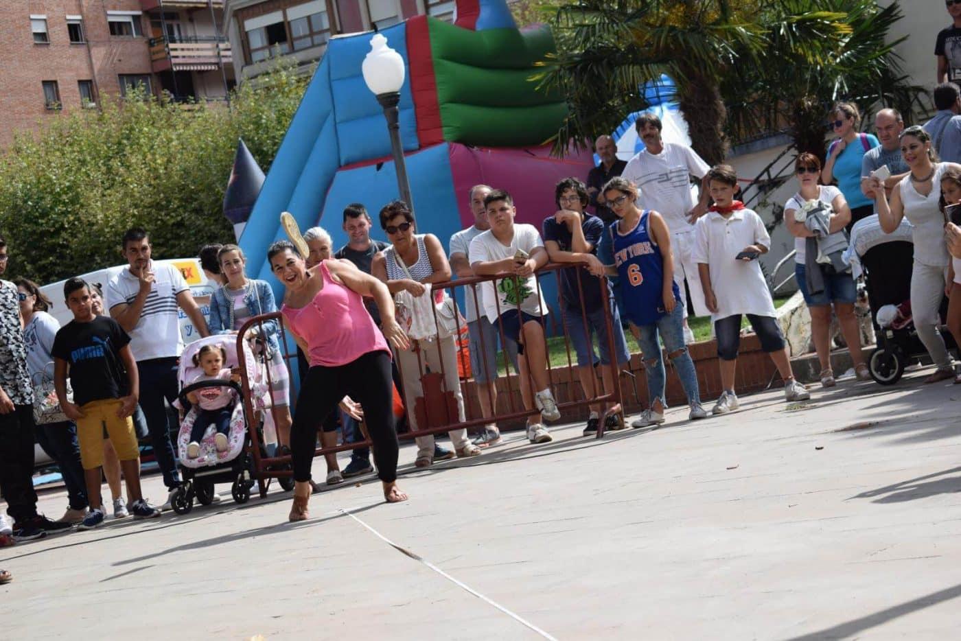Concurso de lanzamiento de alpargata, fiesta de la espuma y mucha diversión 4