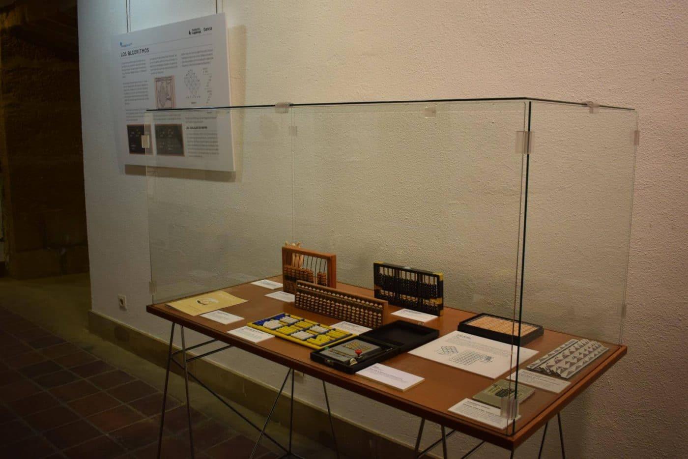 El Centro Fundación Caja Rioja-Bankia Haro acoge la exposición 'De la mano a la electrónica. Máquinas de calcular' 2