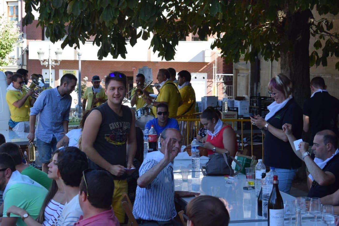 El soniquete binguero, colofón a la comida de hermandad del Barrio de las Huertas 39