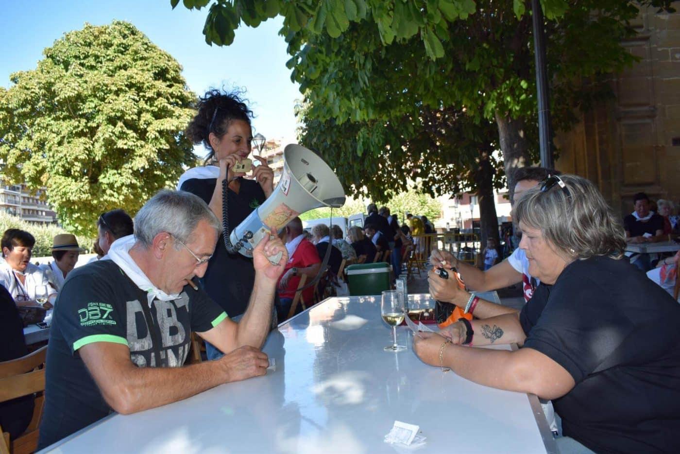 El soniquete binguero, colofón a la comida de hermandad del Barrio de las Huertas 40