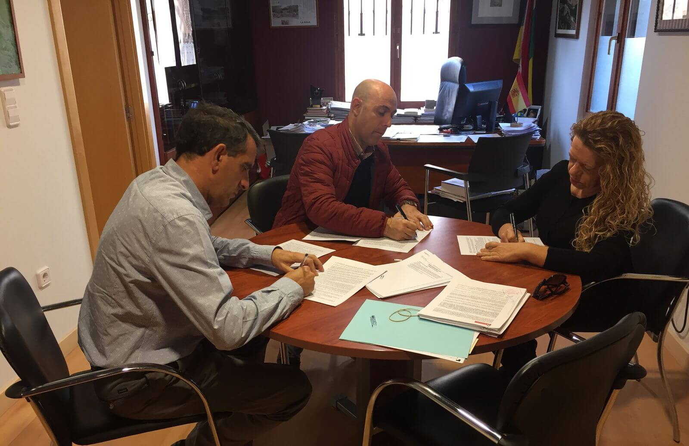 Casalarreina e Iberdrola firman un convenio para la construcción de una subestación eléctrica 1
