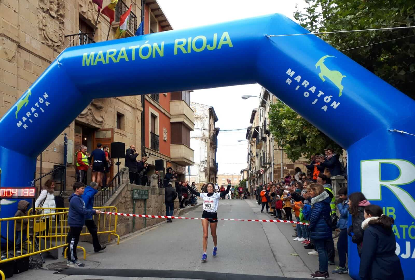 David Martínez y Paula Sanz del Río, ganadores de la Carrera Entre Viñedos Smart 7