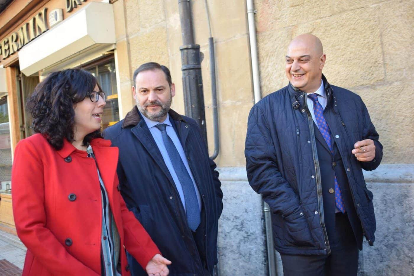 Ábalos visita en Haro las obras de rehabilitación del edificio María Díaz 11