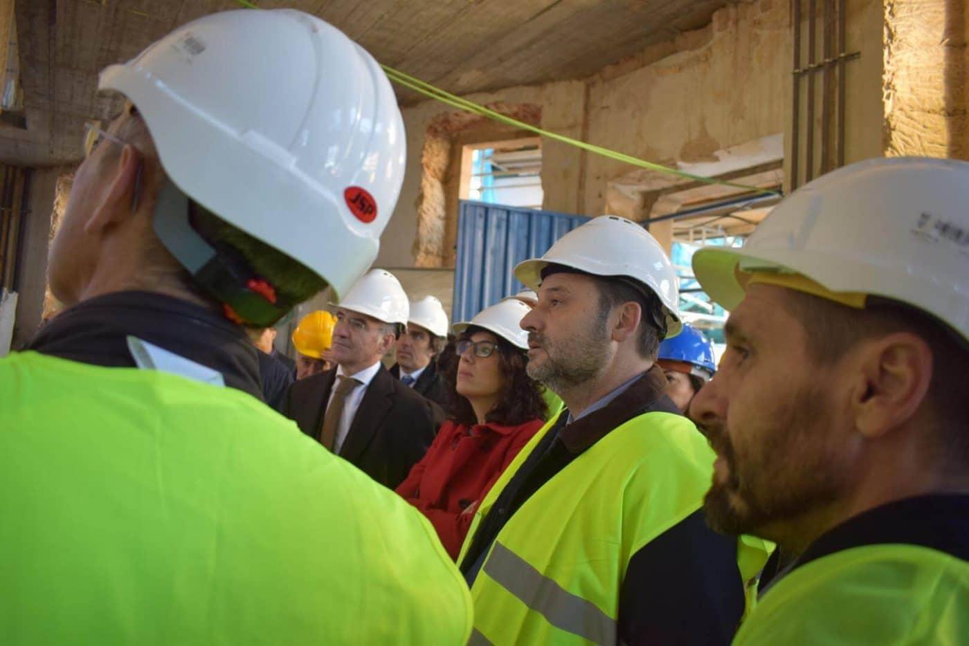 Ábalos visita en Haro las obras de rehabilitación del edificio María Díaz 15