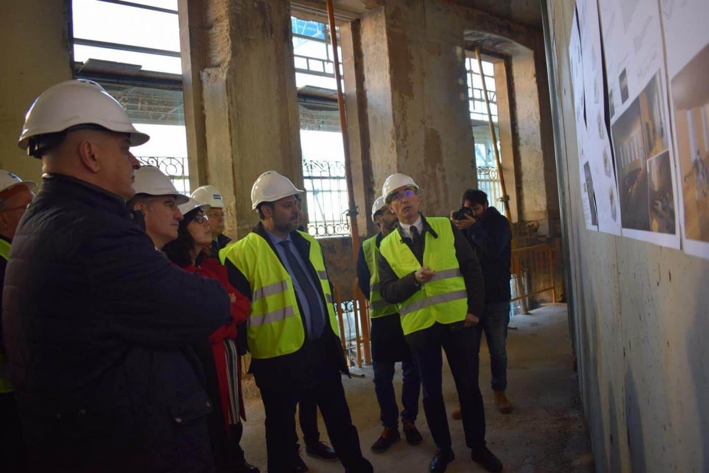 Ábalos visita en Haro las obras de rehabilitación del edificio María Díaz 16