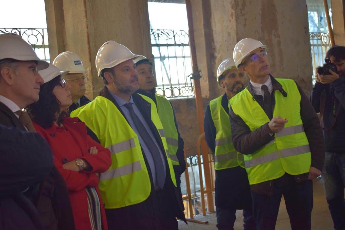 Ábalos visita en Haro las obras de rehabilitación del edificio María Díaz 18