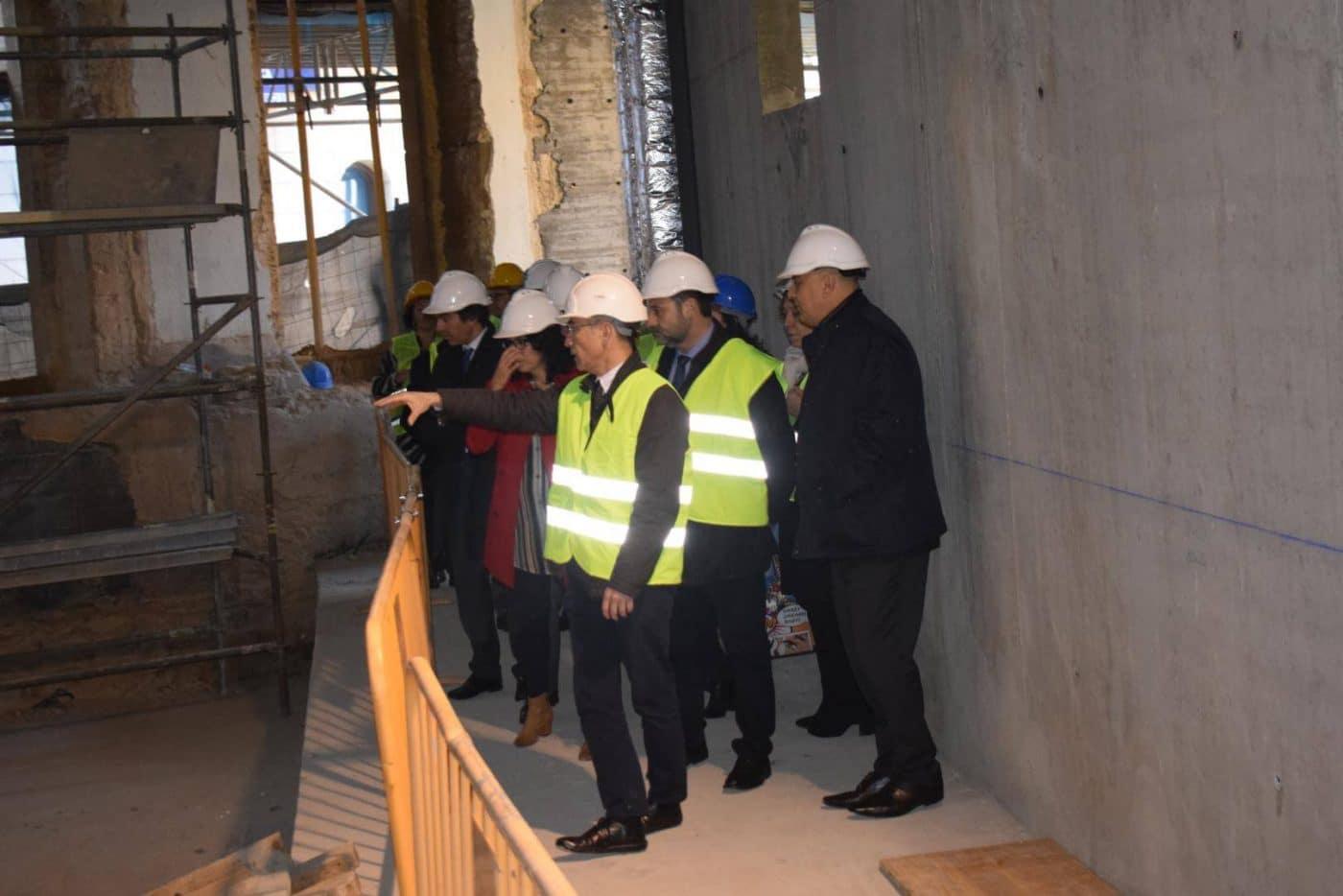 Ábalos visita en Haro las obras de rehabilitación del edificio María Díaz 21